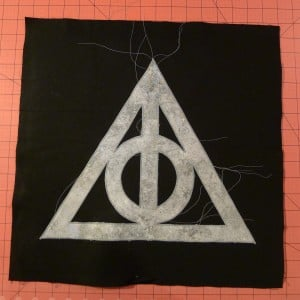 029 Harry Potter Deathly Hallows Pillow