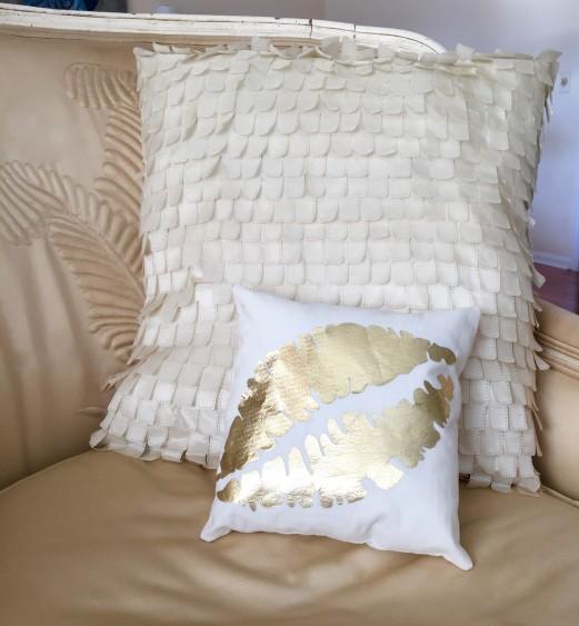 Kisses Gold foil pillow