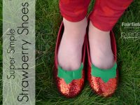 Make your own Strawberry Kiss Shopkins Shoes in about 5 minutes