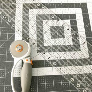 Fiskars rotary Cutter and cutting mat